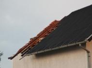 Vjetar od 183km/h čupao drveća i krovove s kuća
